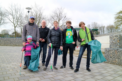 Sieben grüne Müll-Sammler