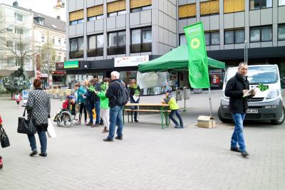 Grüner Info-Stand in der Velberter Innenstadt